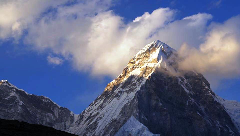 Треккинг к базовому лагерю Эвереста – групповой тур!