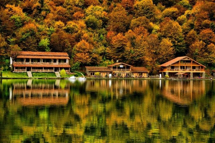 Проведите выходные с нами в райском уголке Грузии,  на озере Лопота