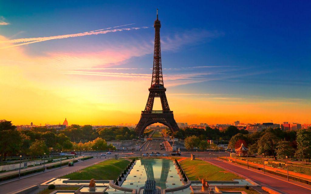 Париж и замки Луары с перелетом и питанием от 648 евро