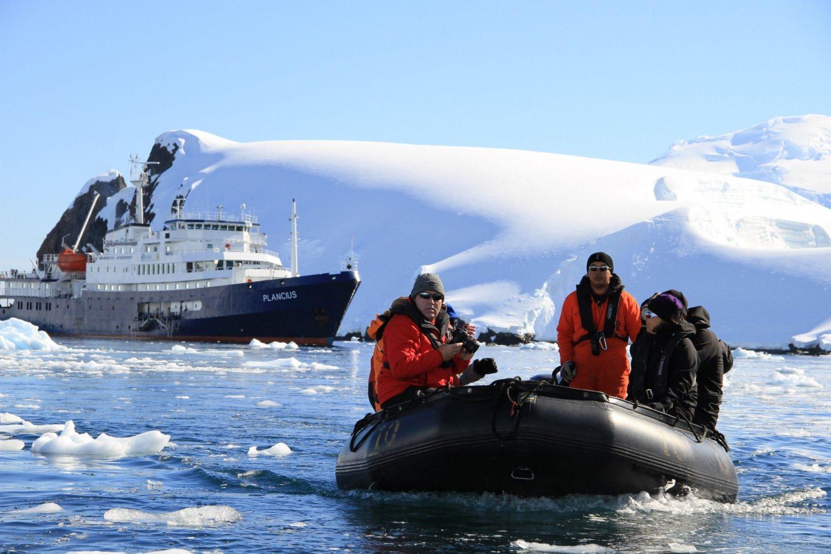 "Классическая Антарктида на суднах ""Le Boreal"", ""L'Austral"", ""Ocean Diamond"""