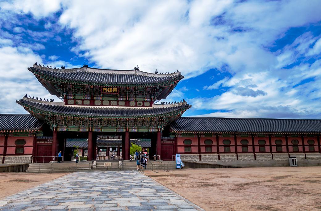 Как Южная Корея поборола коронавирус, не закрыв все на карантин