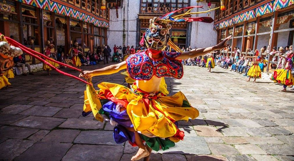 Танцы под облаками – тур в Бутан на фестиваль Цечу!